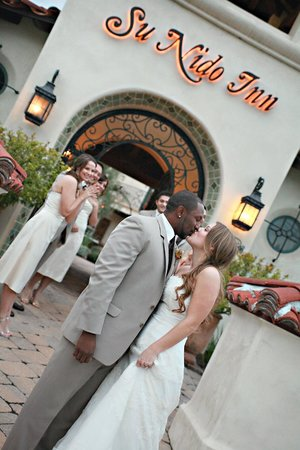 Su Nido Inn - Your Nest In Ojai: Wedding Photos in front of Su Nido Inn