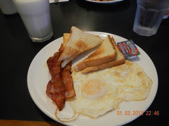 Black Rock Cafe: basic with bacon toast