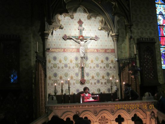In Bruges Events - Day Tours: Veneration of the relic of the Holy Blood