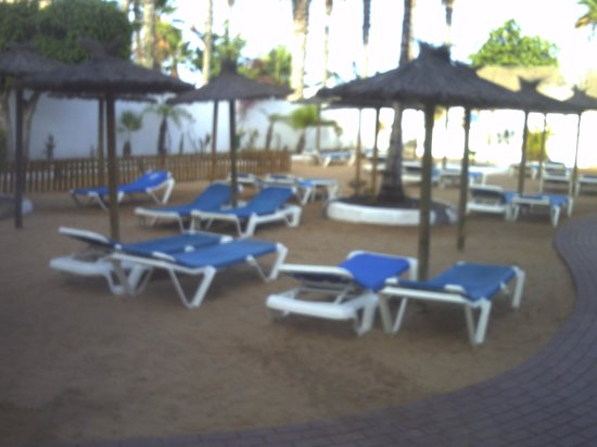 Dream Hotel Noelia Sur: quiet sunbathing area away to side of pool to relax