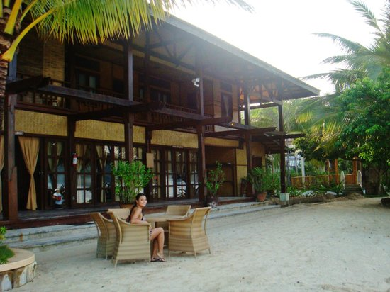 El Rio y Mar Resort: The main building/ staff lodging