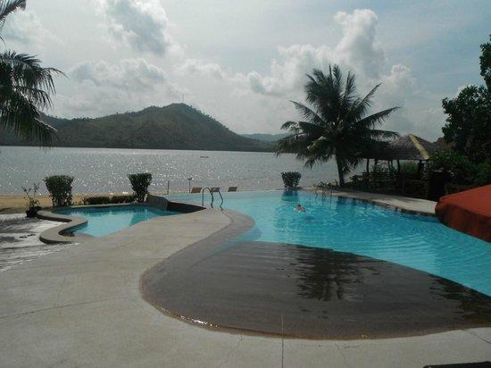 El Rio y Mar Resort: Pooling it.