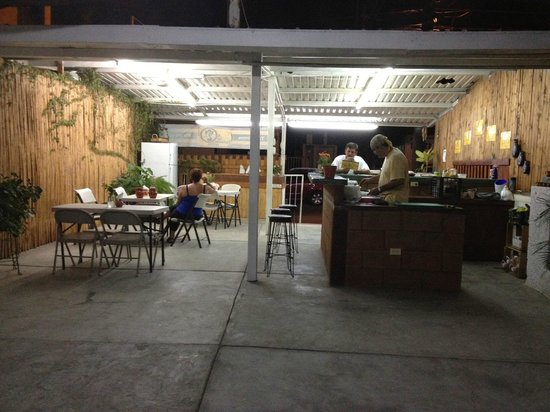 Las Cazuelas del Don : The restaurant space, just as it opens for the evening.