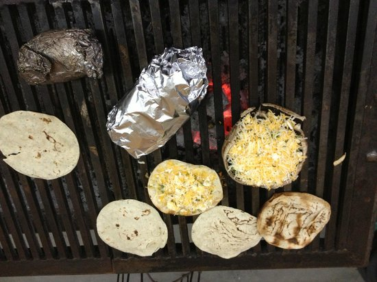 Las Cazuelas del Don: Some delicious creations on the grill!
