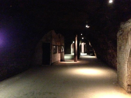 Chislehurst Caves: Entrance area with wartime ticket booth