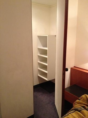 BEST WESTERN City Hotel: 206 closet