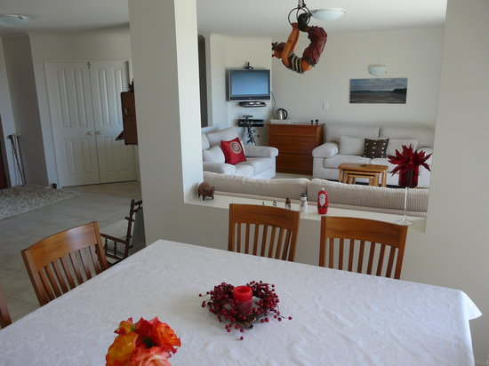 The Palms Bed & Breakfast : Dining & Guest Lounge