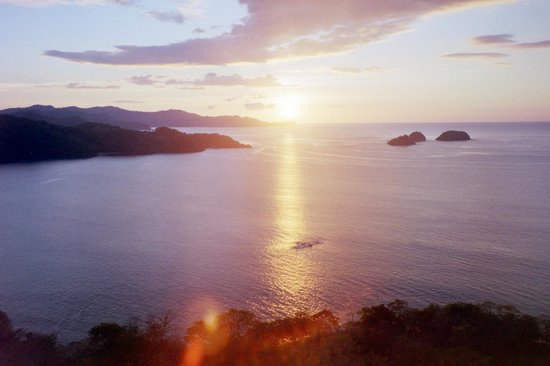 Villas Sol Hotel & Beach Resort: Golfo Papagayo seen at sunset from Playa Hermosa heights