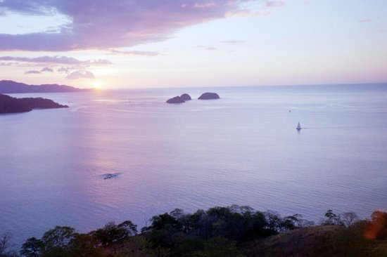 Villas Sol Hotel & Beach Resort : Sunset on Golfo Papagayo (seen from Playa Hermosa heights