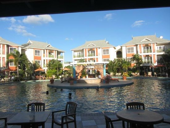Bay Gardens Beach Resort: Pool area