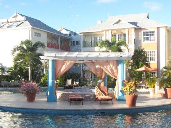 Bay Gardens Beach Resort: gorgeous property