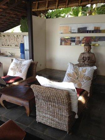 Bloo Lagoon Village: Asian modern interior 