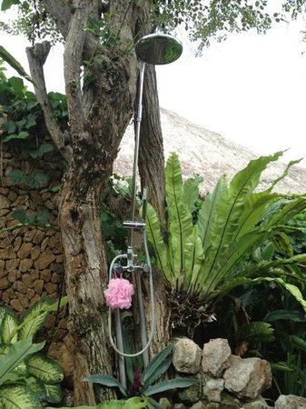 Bloo Lagoon Village: Outdoor shower