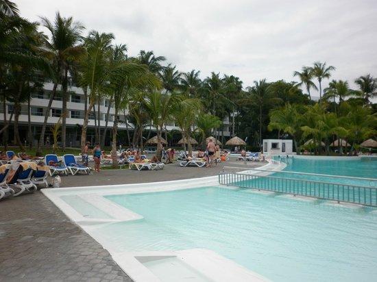 Hotel Riu Naiboa: Complejo Hotelero y pisicina