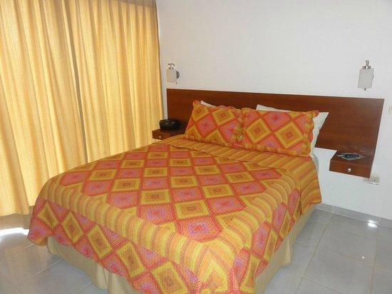 Aparthotel Premium Suites Santa Cruz : quarto
