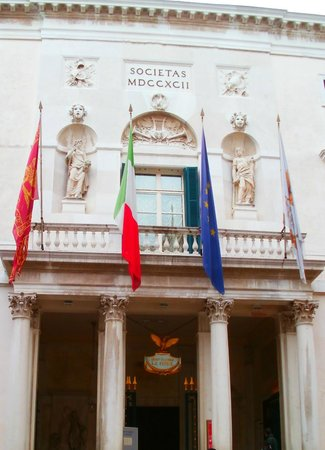 Duodo Palace Hotel: Front of Teatro La Fenice: THIS is the landmark you use to find the hotel