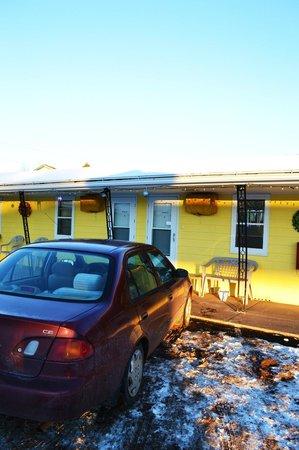 Quinn Motel: Parking