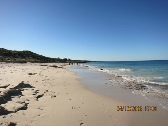 Burns Beach Bed & Breakfast: Beach - Two Minute Walk