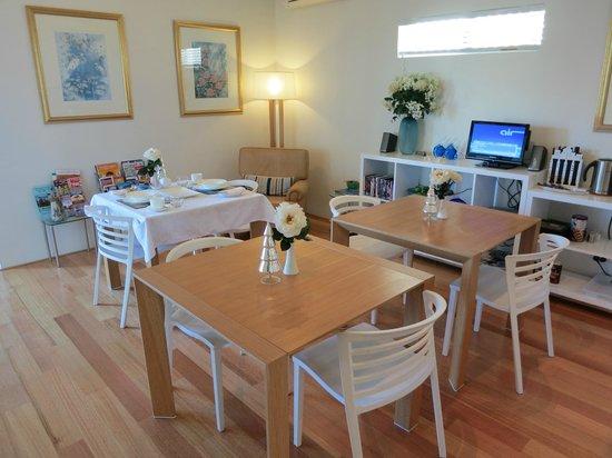Burns Beach Bed & Breakfast: Breakfast, Dining Room