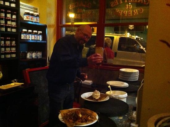 Paris Crepes Cafe: Thierry hard at work!
