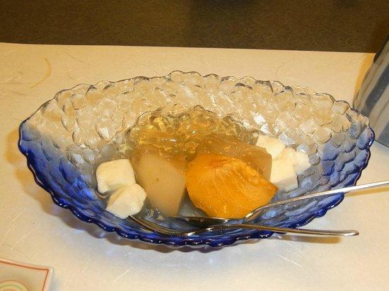 Shosenkaku Kagetsu: おけさ柿と梨のデザート