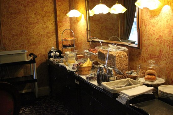 The Inn at Union Square - A Greystone Hotel: Complimentary Breakfast Buffet.
