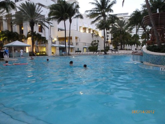 Loews Miami Beach Hotel: Heated Pool