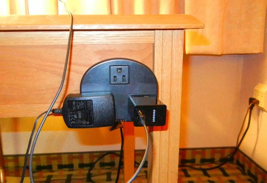 BEST WESTERN Winchester Hotel: Desk outlet