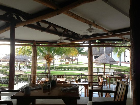 Sunset Marina Resort & Yacht Club: the buffet restaurant