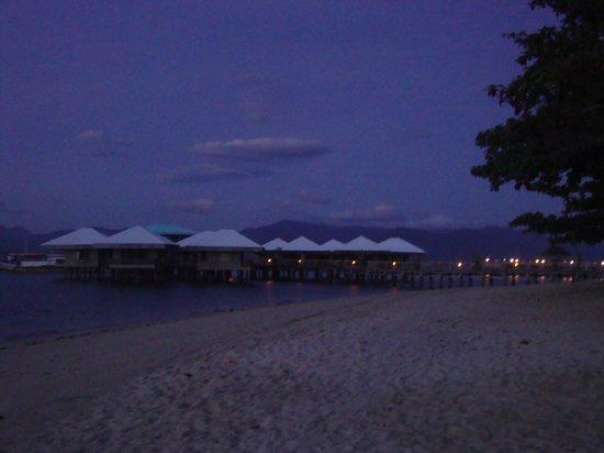 Dos Palmas Island Resort & Spa: pier and old villas