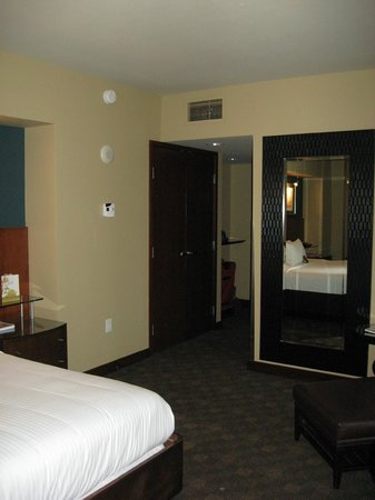 rose pedal turndown service ($35) - Picture of Loews Hotel 1000