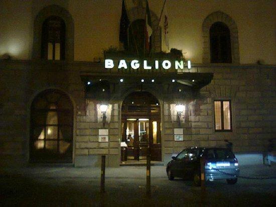Grand Hotel Baglioni Firenze: entrata dell'hotel
