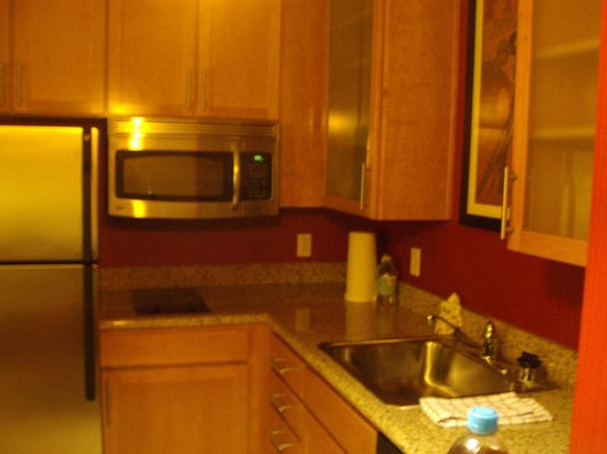 Residence Inn Los Angeles Burbank/Downtown: Nice Kitchen
