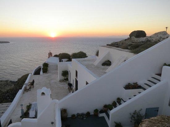 Marizan Caves & Villas: hotel and view of sunset from hotel terrace