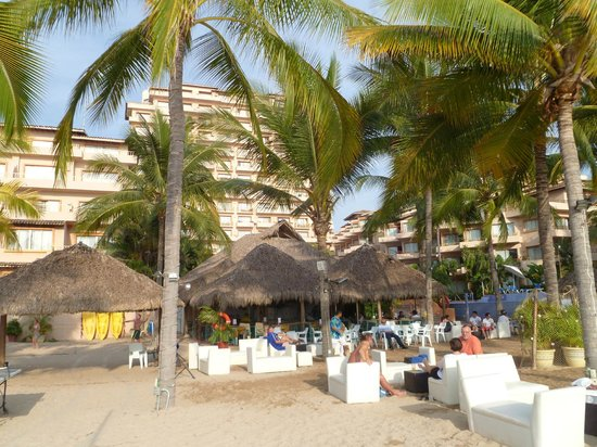 Friendly Vallarta All Inclusive Family Resort: view of the Friendly from the beach