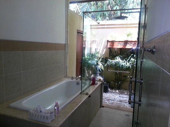 The Zen Villas: bathroom
