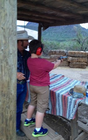 Western Destinations Canyon Creek Ranch - Tours : At the shooting range