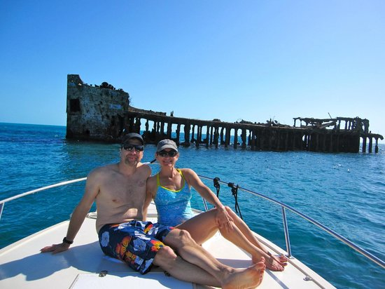 Bimini Big Game Club Resort & Marina: 20 minute boat ride from resort for snorkeling at sunken boat