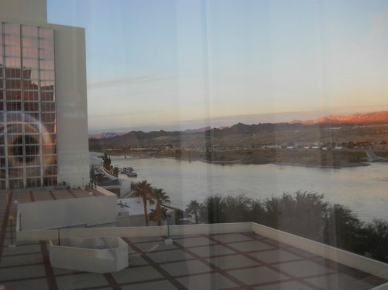 Aquarius Casino Resort: View through the window of our 6th floor room - two fron the river end in the California Tower.
