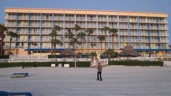 Doubletree Beach Resort by Hilton Tampa Bay / North Redington Beach: Hotel from the beach