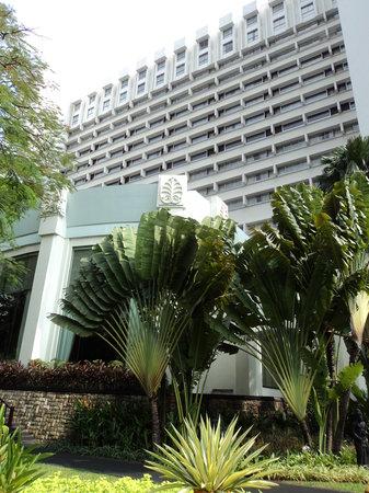 Hotel Borobudur Jakarta: hotel front