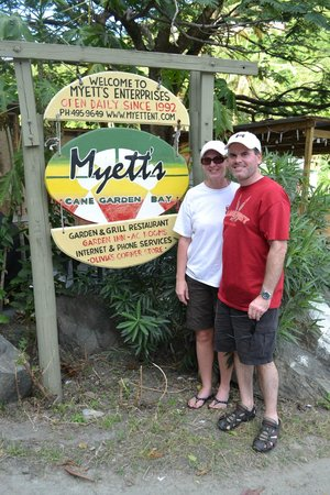 Myett's Garden Inn: Sign out front