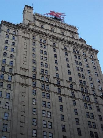 Magnolia Hotel Dallas Downtown: front of hotel