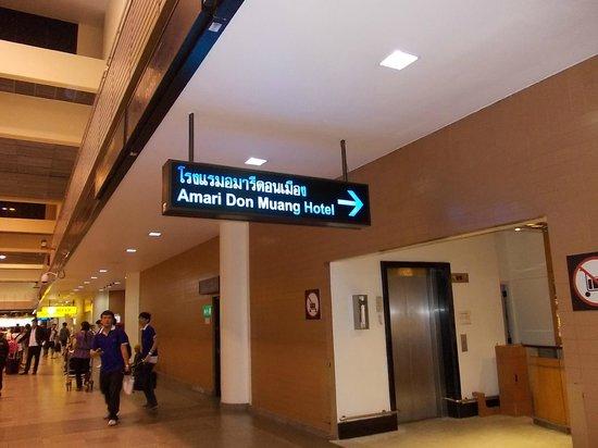 Amari Don Muang Airport Bangkok: 空港からの入り口