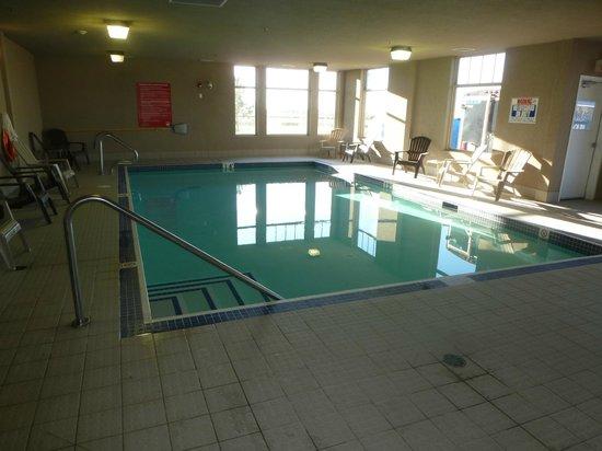 Days Inn & Suites Edmonton Airport: Pool