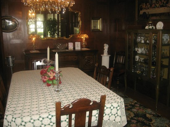 The Holley Rankine House: lovely dining room