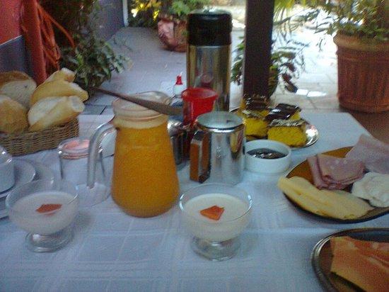 Pousada Missanga: Café da manhãã.. 