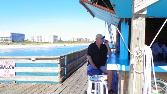Cape Winds Resort: Ron Jon's Pier 1 mile walk from Cape Winds
