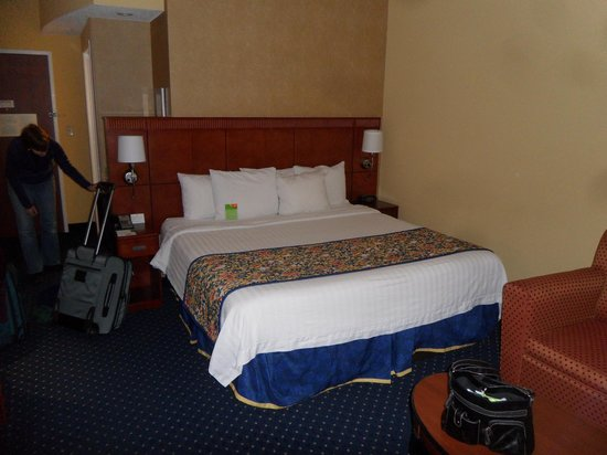 Courtyard by Marriott Memphis Southaven : King bed