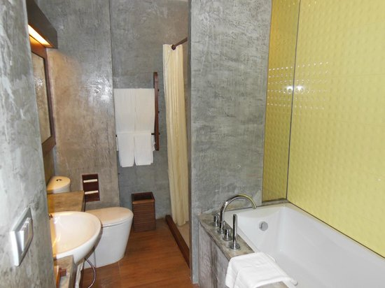 Holiday Inn Resort Krabi Ao Nang Beach: bathroom